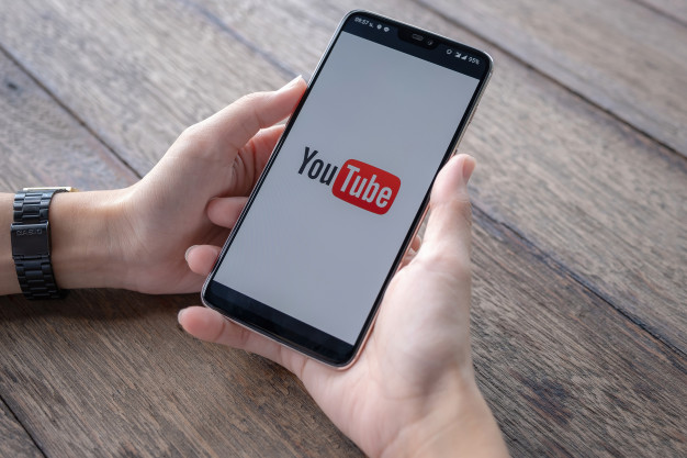 man showing youtube app smartphone 89286 42